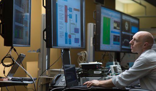 نقش تکاملی سیستم های اطلاعاتی و فناوری در سازمان ها