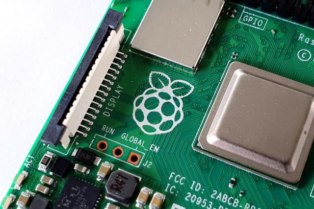 از ظهور Raspberry pi تنها چند سالی است که می گذرد. با این وجود واژهای به نام توقف برای این محصول تعریف نشده است. در حال حاضر شاهد نسل های جدیدی از بردهای Raspberry هستیم که نسبت به نسل های قبل خود پیشرفت چشم گیری داشته اند.
